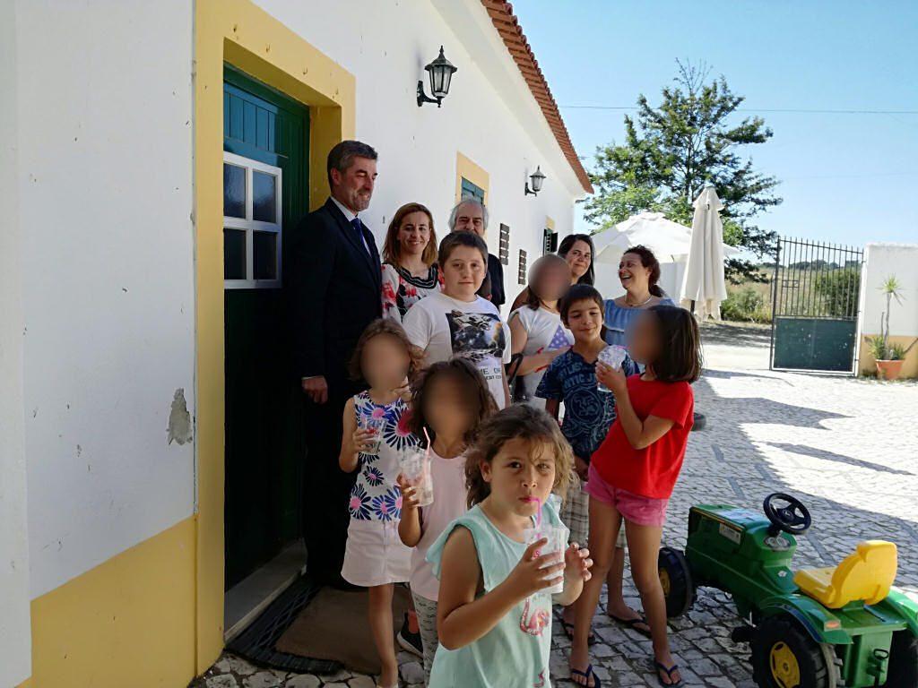 Donativo do banco BPI de trator para crianças do Centro de Acolhimento Temporário
